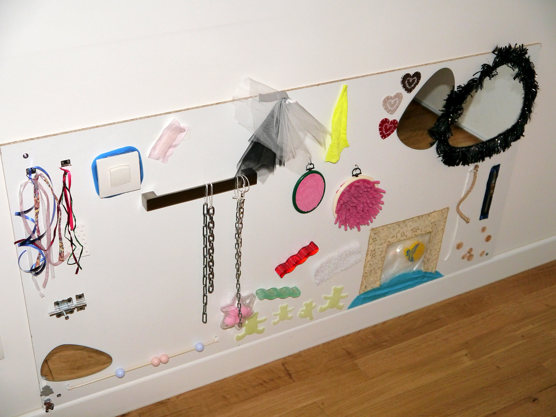 diy tableau sensoriel les activit s de maman. Black Bedroom Furniture Sets. Home Design Ideas