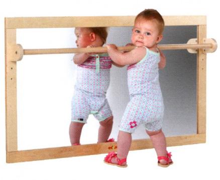 Barre de brachiation les activit s de maman for Miroir de chambre sur pied