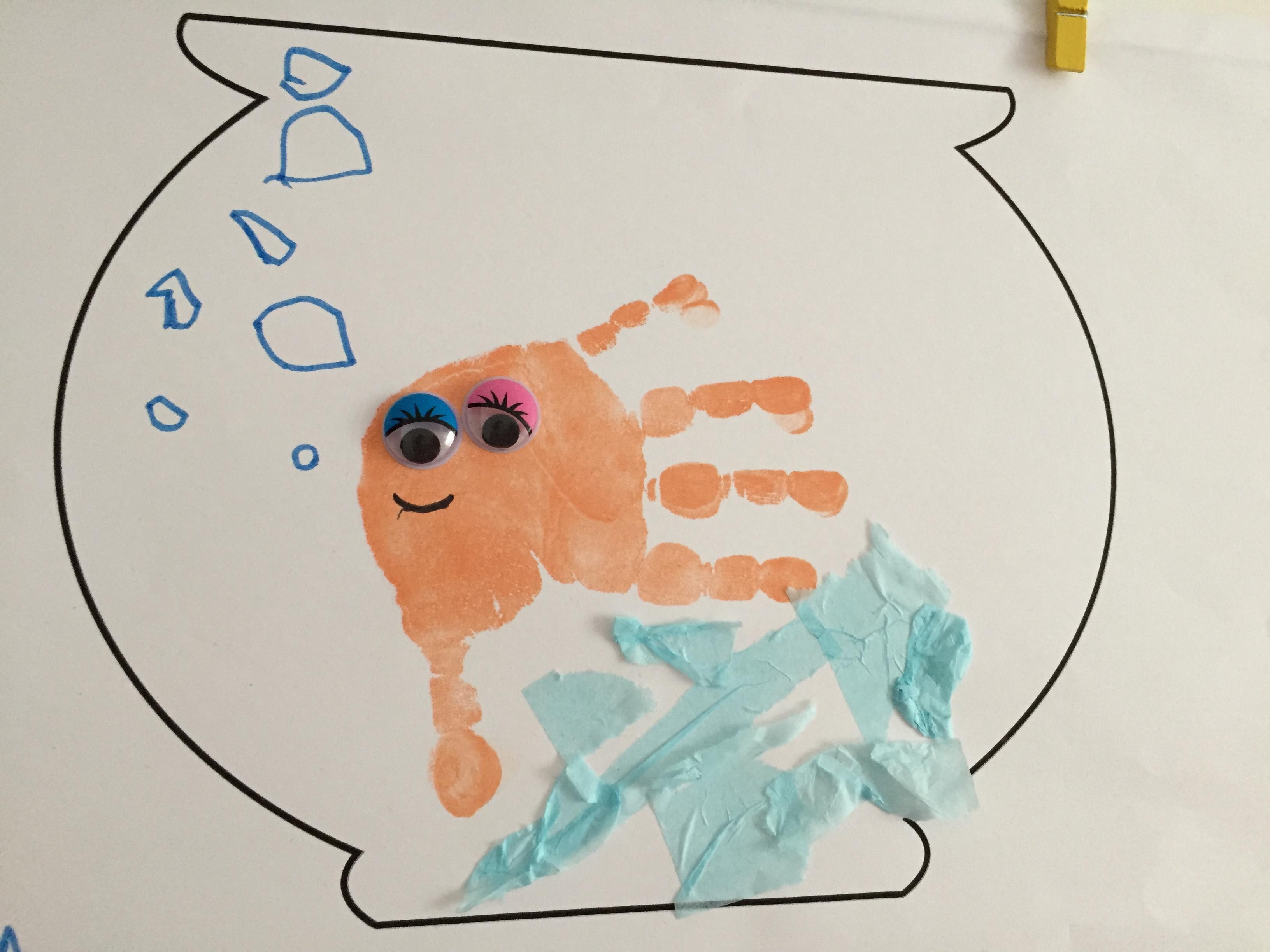 Petit poisson empreintes main activité enfant