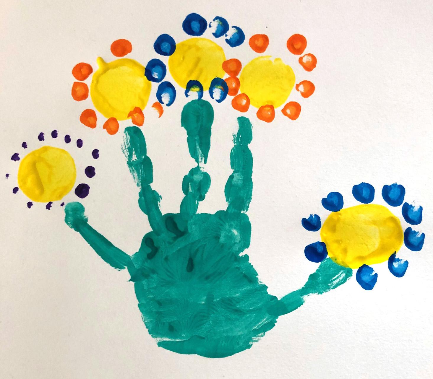 des fleurs en peinture empreinte main