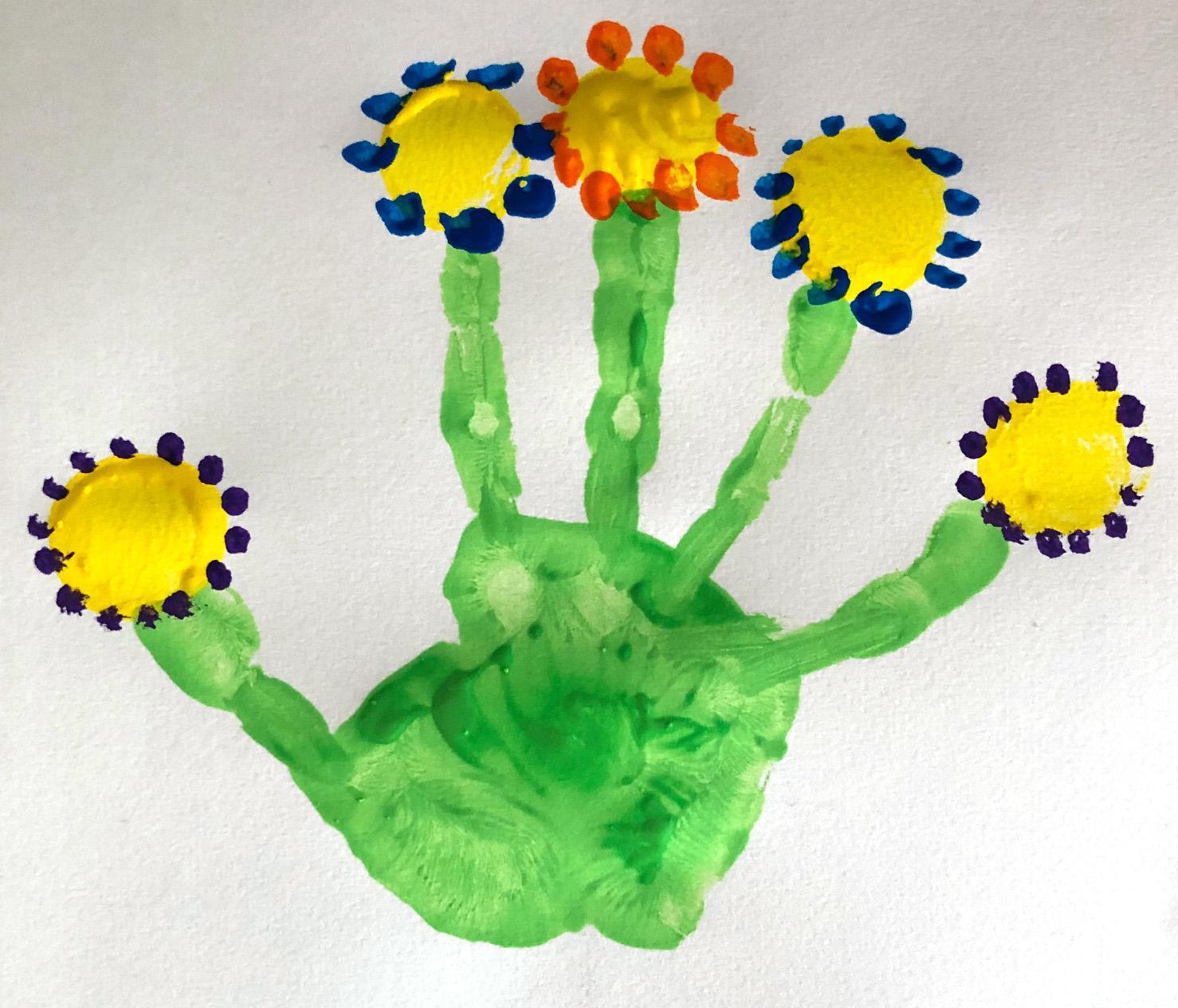 des fleurs en peinture pour printemps maternelle