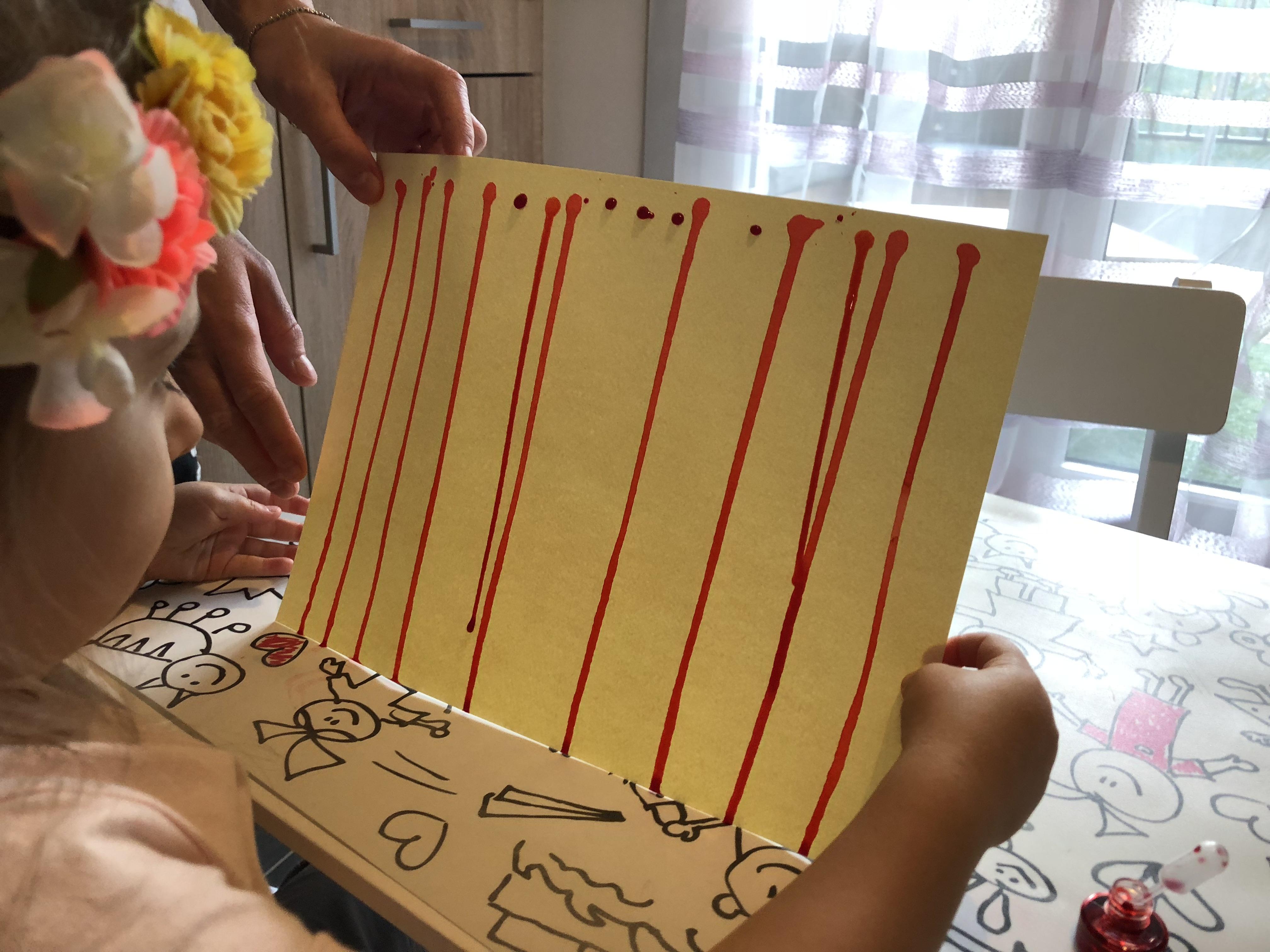Le petit chaperon rouge peinture traits  verticaux